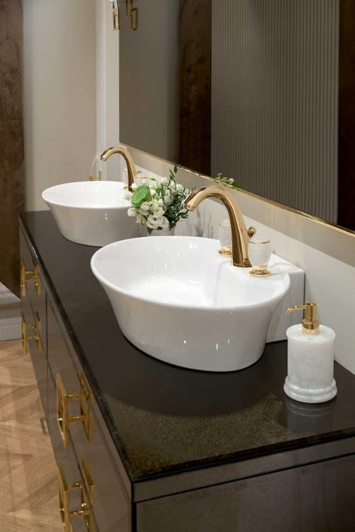 Daphne Collection with Calla washbasin