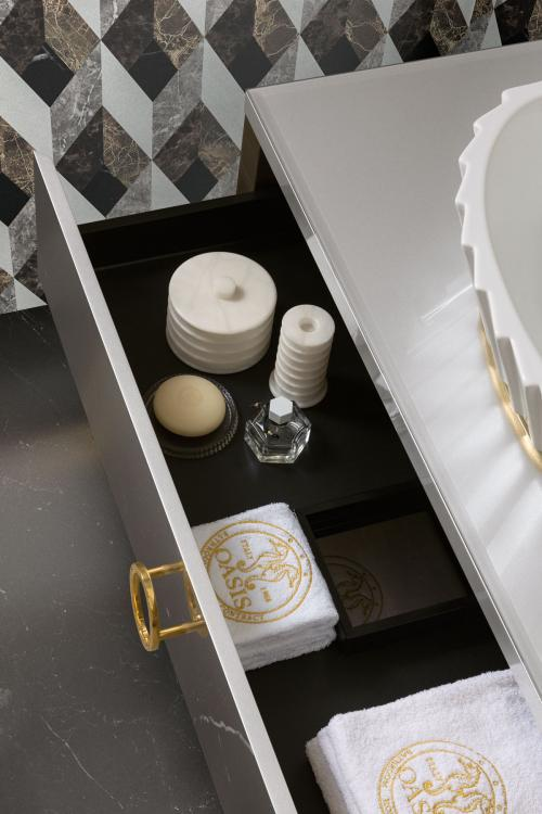 Daphne vanity unit, Prosecco finish, glass top, gold details