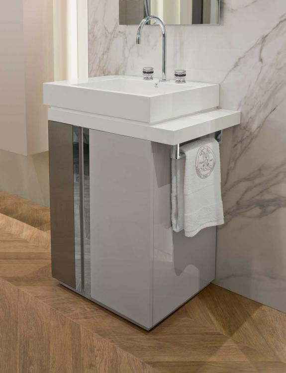Free-standing Charme vanity unit